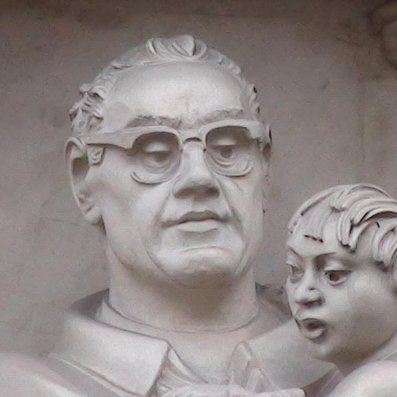 a description of oscar romero on the new statue on the west front of westminster abbey The statue of dr martin luther king, us civil rights icon, is installed ina place of deep honour over the west door at westminster abbey.